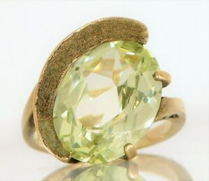 VINTAGE BEAUTIFUL MODERNIST 10K YELLOW GOLD SIGNED N GREEN PERIDOT ? RING SIZE 6