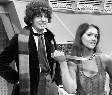 Tom Baker and Louise Jameson UNSIGNED photo - H2482 - Doctor Who