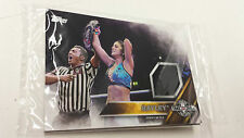 2016 TOPPS WWE Bayley Card NXT Londres Takeover Authentic Mat Relic
