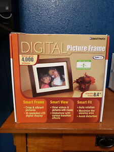 "Smartparts - Digital Picture Frame with Speakers - Brown Wood Frame - 8.4"" Image"