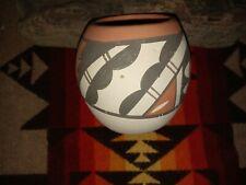Old VTG Native American - Jemez Indian - Buff Clay Pottery Pot - Signed!