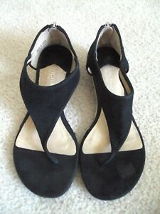 USED MICHEAL KORS SANDALS BLACK THONG 1.5 inches heel 6.5 M SUEDE