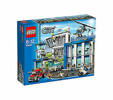 Lego Town City 7237 Police Station WITH Light-Up Minifig New SEALED