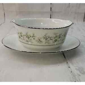 Noritake Savannah gravy boat attached