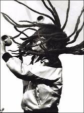 Bob Marley live onstage swinging dreadlocks 8 x 11 b/w pin up photo