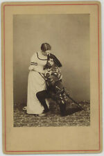 Cabinet. La cantatrice Blanche Marot. Opéra. Actrice. Acteur. À déterminer.