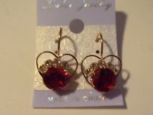 NWT FASHION JEWELRY GOLD PLATED TRIM HEART RED RHINESTONE & CRYSTALS EARRINGS