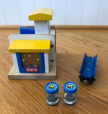 Thomas & Friends Sodor Honey, Barrel Car and 2 Honey Barrels Wooden Trains