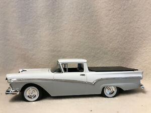 Spec Cast 57003 1957 Ford Ranchero With Tonneau Cover Bank