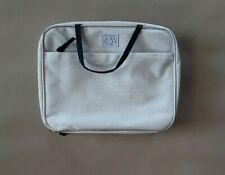 Laura Geller New York Makeup case in Silver