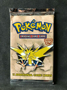 Pokemon Fossil 1999 Sealed Booster Card Pack - Rare!