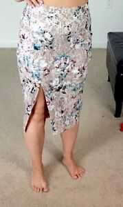 New Victoria Secret Floral Lace Pencil Skirt Front Slit Size 2 Sold Out  Sexy