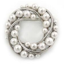 BIANCO perla simulata CORONA SPILLA IN TONO ARGENTO - 45mm di D