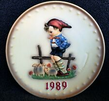 """Hummel Annual Plate 1989 """"Farm Boy� Hum 285 ~ New in Box ~ Stand included"""