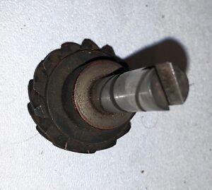 Oil Pump / Distributor Gear & Shaft 126786. Triumph TR250 TR6 —MV— 1