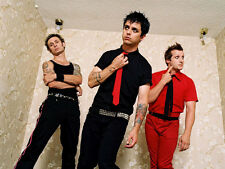 Green Day UNSIGNED photo - H2646 - Billie Joe Armstrong, Mike Dirnt & Tré Cool