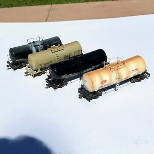 LOT OF FOUR Weathered Walthers 16,000 Gallon Tank Cars UTLX Du Pont Martin USED