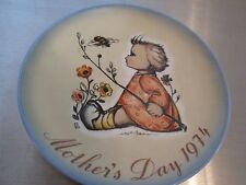 1974 BERTA HUMMEL MOTHER'S DAY PLATE THE BUMBLEBEE WEST GERMANY SMALL GIRL
