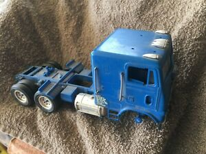 White Freight liner COE for parts or restoration 1/32 scale?
