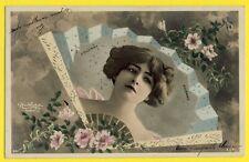 SUPERBE cpa de 1904 Photo REUTLINGER à PARIS Femme EVENTAIL FAN PIVOINE ROSE