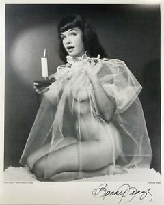 Pin-up Model Bettie Page 8x10 original photo from estate of Bunny Yeager signed