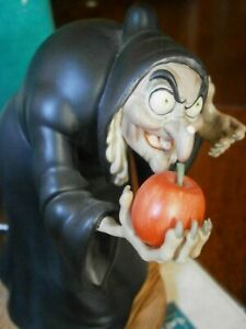 WDCC Snow White  boxed, COA,  Witch Take the Apple Dearie Disney Figurine