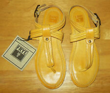NWT FRYE Alessia Trapunto Yellow Leather Thong Logo Sandals! Size 8 M