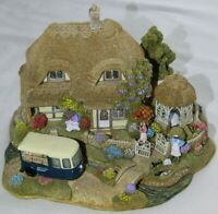Lilliput Lane Two Pints Please L2497 complete with Deeds