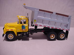 PENN DOT PENNA PA PENNSYLVANIA  MACK- R RARE  METAL DUMP FIRST GEAR 1/34