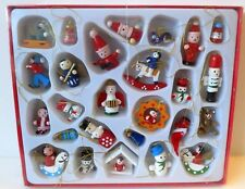 Pack Of 25 Wooden Novelty Retro Style Display Xmas Tree Christmas Decorations