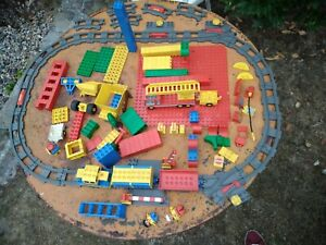 LOT LEGO DUPLO TRAIN ELECTRIQUE LOCOMOTIVE CIRCUIT POMPIERS GARE DIVERS