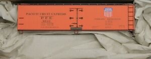 HO Scale - ACCURAIL 81311 PACIFIC FRUIT EXPRESS # 8047 - 40' Wood Reefer - KIT