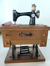 """Music box-Sewing Machine-Plays """"Buttons And Bows"""