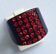 bague chevalière bijou rétro résine translucide noir cristaux rouge rubis T.55