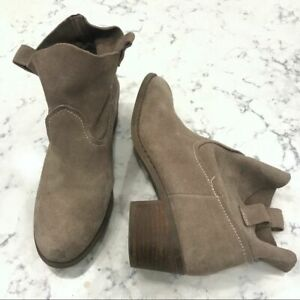 """Carlos Santana Pull On Suede Booties Size 8M Taupe 2"""" heel Casual Boho Festival"""