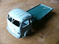 Dinky toys-Simca Cargo 33