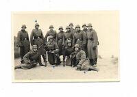 Foto, Soldatengruppe  in Uniform, Helm, Gewehre, Küste, Frankreich