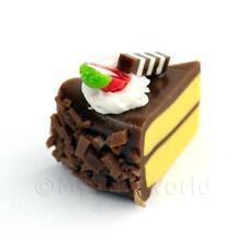 Miniatura Hecho a mano Chocolate Pastel rebanada con FRESA REBANADA Y CREMA