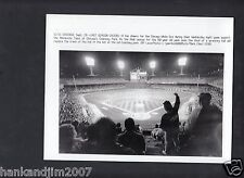 Comisky Park final week 1990 Vintage 7x9 Glossy A/P Wire Photo with caption