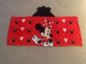 Disney Minnie Mouse Hooded Bath Towel Wrap Red/Black