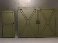 Stahl Tor Büro Tür bemalt für Diorama Werkstatt Halle Garage 1/18 Deko Zubehör
