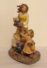 CUTE MOTHER & DAUGHTER IN THE GARDEN RESIN STATUE/FIGURINE
