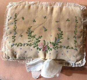 Ancienne pochette en soie brodée lingerie mouchoir Tulle
