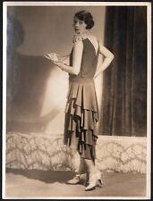 Mode. Robe assymétrique vers 1925. Tirage d'époque.