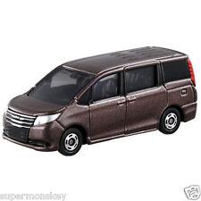 Takaratomy Tomica #35 Toyota Noah 1 65 Diecast Car