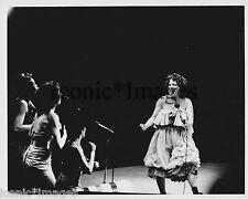 ORIGINAL 1980's PHOTO-BETTE MIDLER-PERFORMING-SINGER-BACK UP SINGERS-TALENTED