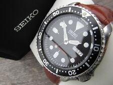 SEIKO SKX007K1 200m Divers Orologio automatico DAL 2002 con cinturino in pelle di nuovo