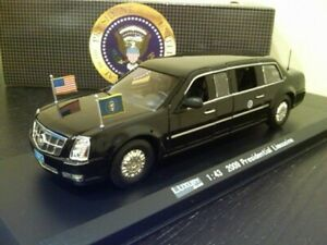"Luxury Diecast  1:43 2009 Presidential Limousine  w/base & case  NRFB  ""Beast"""