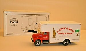 First Gear Collectible 1957 International R-200 With Moving Van 1:34 Scale