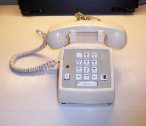 ATT model 2500DMGC Pushbutton Office Desk Telephone W/Ringer & Hold